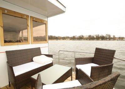 Bugterrasse auf einem Eisvogel Maxi Hausboot