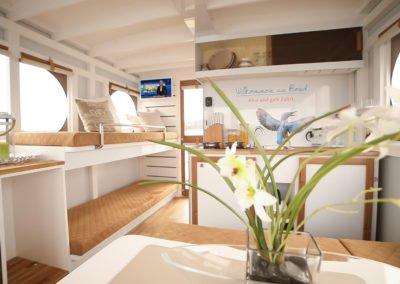 Innenraum eines Maxi Hausboots mit Doppelstockbett, Tisch und Küchenecke